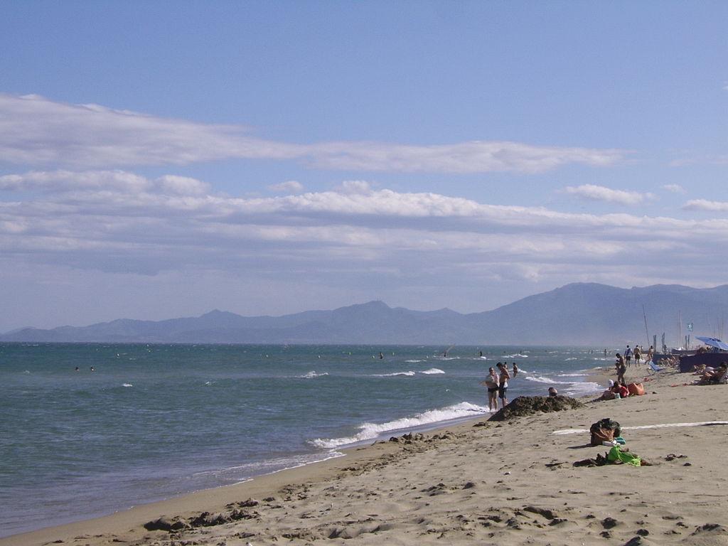 Canet-en-Roussillon: stranden med Pyrenæerne i baggrunden