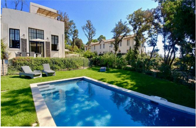 Le Grenier - med have og pool